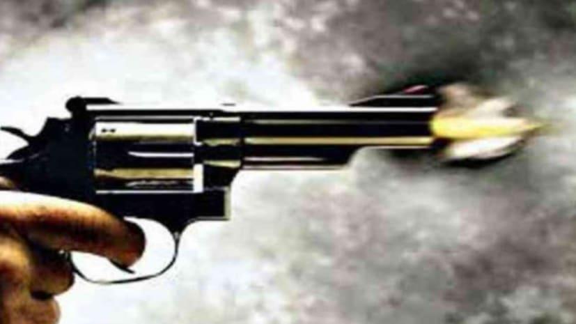 पटना : लूटपाट के दौरान अपराधियों ने पति के सामने ही पत्नी की गोली मारकर हत्या कर दी फिर आराम से भाग निकले