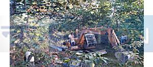 शारदा अवैध अभ्रक खदान पर वन विभाग और पुलिस की टीम का छापा, एक पोकलेन मशीन, विस्फोटक और तीन बाइक जब्त