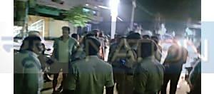 जहानबाद बीच शहर व्यवसायी पर अपराधियों ने की फायरिंग, एक अपराधी को पुलिस ने खदेड़कर  हथियार के साथ दबोचा,मचा हड़कंप