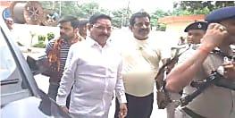 अभी-अभी : वॉयस सैंपल देने के बाद बाहुबली विधायक अनंत सिंह का सरकार पर बड़ा आरोप, कहा- मुझे फंसाया जा रहा..