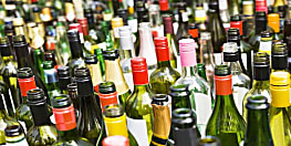 पुलिस ने अलग-अलग जगहों पर की छापेमारी, शराब के साथ चार को किया गिरफ्तार