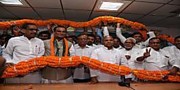 बड़े हीं ताम-झाम के साथ जेडीयू दफ्तर पहुंचे थे अधिकारी से नेता बनने अखिलेश कुमार सिंह ...मिलन समारोह में परिचय भी नहीं करा सके आरसीपी सिंह