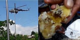 पटना में हेलीकॉप्टर से गिराई जा रही है राहत सामग्री, लोगों ने सड़ा होने का लगाया आरोप