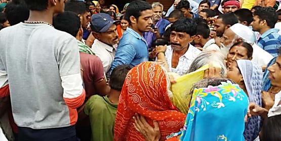 पुरानी रंजिश में ट्रांसपोर्टर की पीट पीट कर हत्या, प्रखंड प्रमुख और मुखिया पति समेत 8 पर मामला दर्ज