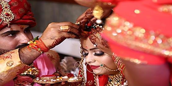 हाईकोर्ट का फैसला, सिंदूर और चूड़ी नहीं पहनने पर पति दे सकता है पत्नी को तलाक