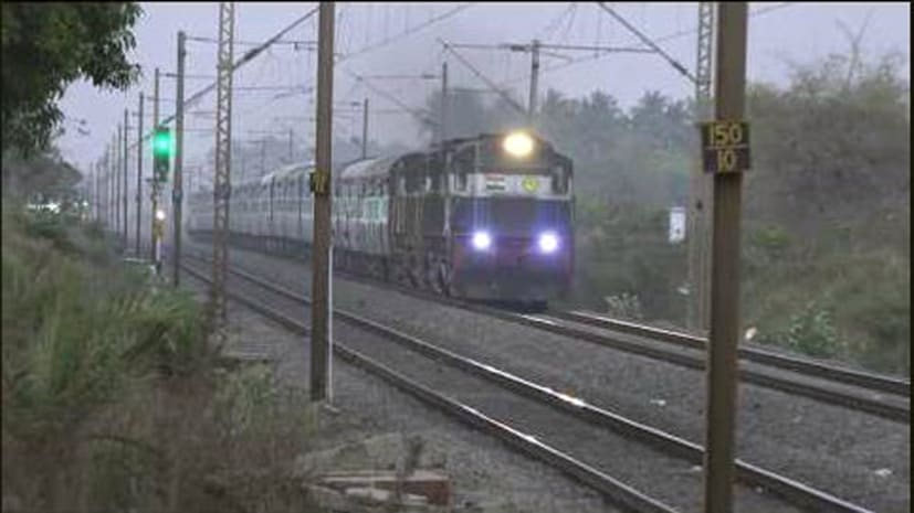 यात्रियों की जान के साथ खिलवाड़, लोको पायलट की जगह रेलवे क्लर्क ने दौड़ाई ट्रेन, ऐसे खुली पोल