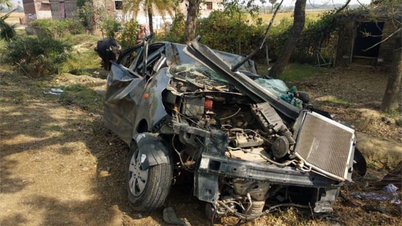 पेड़ से टकराई तेज रफ्तार कार, पिता की मौत, पुत्र की हालत गंभीर