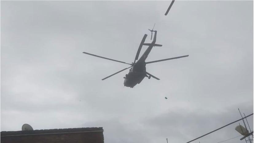 पटना में शुरु हुआ राहत कार्य, हैलीकाप्टर से वितरित किया जा रहा है राहत पैकेट