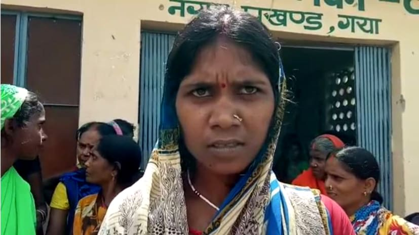 महिलाओं ने किया जमकर हंगामा, शौचालय के बदले पैसे लेने का लगाया आरोप