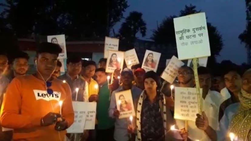 हैदराबाद में महिला डॉक्टर के साथ हैवानियत का युवाओं ने किया विरोध, गया में निकाला कैंडल मार्च