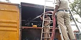बाइक से लदी ट्रक में लगी आग, लाखों की सम्पति को नुकसान