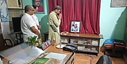 पटना पहुंचे शक्ति सिंह गोहिल ने जगन्नाथ मिश्र के आवास पर जाकर दी श्रद्धांजलि, नीतीश मिश्र को ढांढस बंधाया