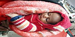 दर्दनाक : मां नहीं बर्दाश्त कर पाई बच्चे का भूख और ठंड से बिलबिलाना, बचाने के लिए बेच डाला