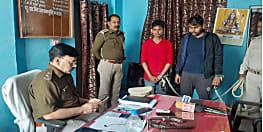 घटना को अंजाम दे पहले पुलिस ने दो अपराधियों को किया गिरफ्तार, हथियार बरामद