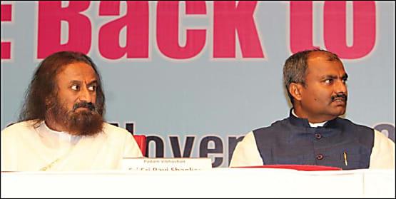श्री श्री रविशंकर के करीबी और आर्ट ऑफ लिविंग के जम्मू कश्मीर प्रतिनिधि संजय लड़ेंगे पाटलिपुत्र से लोकसभा चुनाव, करेंगे निर्दलीय नामांकन