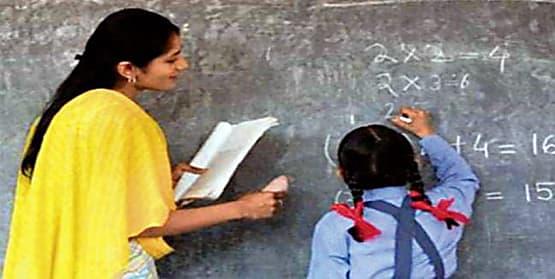 नियोजित शिक्षकों के वेतन भुगतान नहीं होने के मामले में रिपोर्ट तलब