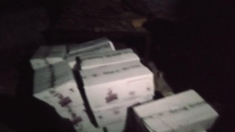 सरकारी भवन से भारी मात्रा में विदेशी शराब बरामद, उत्पाद विभाग की कार्रवाई