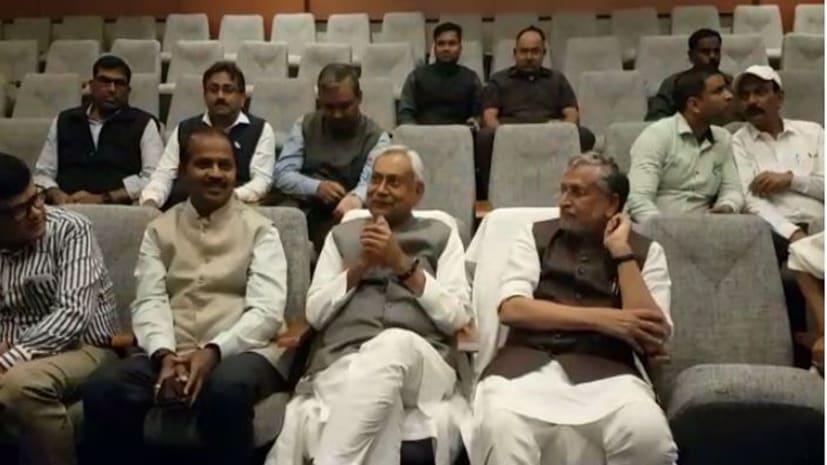 कैबिनेट की बैठक के बाद सीएम नीतीश मंत्रियों के साथ पहुंचे पटना जू, 3डी थियेटर में सिनेमा का लिया आनंद