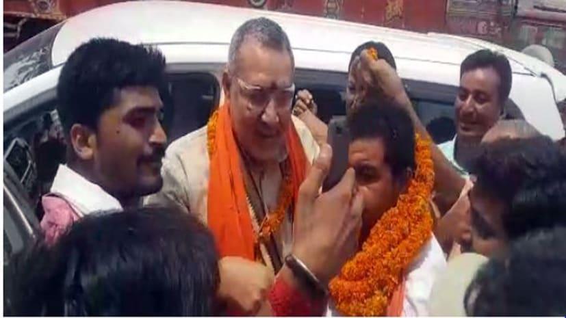 बिहार का CM कैसा हो गिरिराज सिंह जैसा हो के नारे से बीजेपी फायर ब्रांड नेता का हुआ स्वागत
