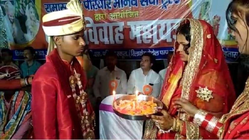सराहनीय पहल : सामूहिक विवाह समारोह में कराई गई पांच गरीब जोड़ों की शादी