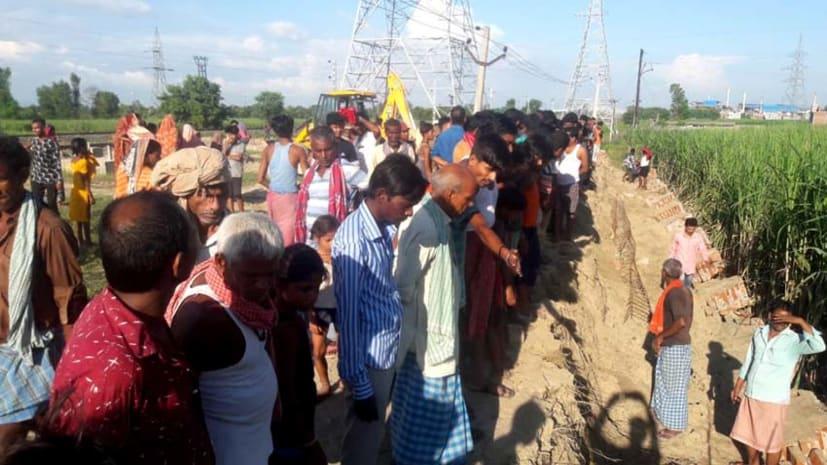 बगहा में गिरी रेलवे पावर सब स्टेशन की दीवार, दो मजदूर जख्मी