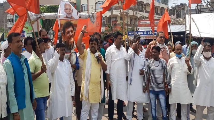 जमालपुर रेल निर्माण कारखाना संघर्ष मोर्चा ने पीएम और रेल मंत्री का किया पुतला दहन, पढ़िए पूरी खबर