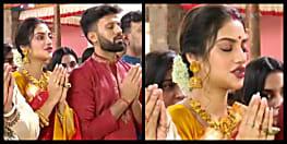 पति संग मां दुर्गा की पूजा करने पहुंची सांसद नुसरत जहां, लोग बोलें-फिर जारी होगा फतवा