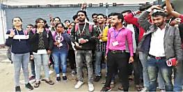 हैदराबाद गैंगरेप मामले के आरोपियों का एनकाउंटर, कई जगह पर ख़ुशी की लहर, गया में छात्रों ने फोड़े पटाखे