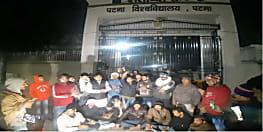JNU हमले को लेकर आक्रोशित हुए पीयू के छात्र, आधी रात को किया प्रदर्शन