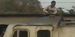 टिक-टॉक वीडियो बनाने के लिए ट्रेन की इंजन पर चढ़ गया युवक और बनाने लगा टिक-टॉक, लाल झंडी दिखाकर रोकनी पड़ी गाड़ी