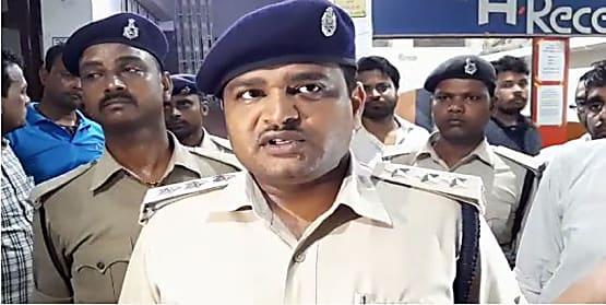 बड़ी खबर : समस्तीपुर में घर में घुसकर स्कैप व्यवसायी, उसकी पत्नी और बेटी को मारी गोली, पति-पत्नी की हालत गंभीर