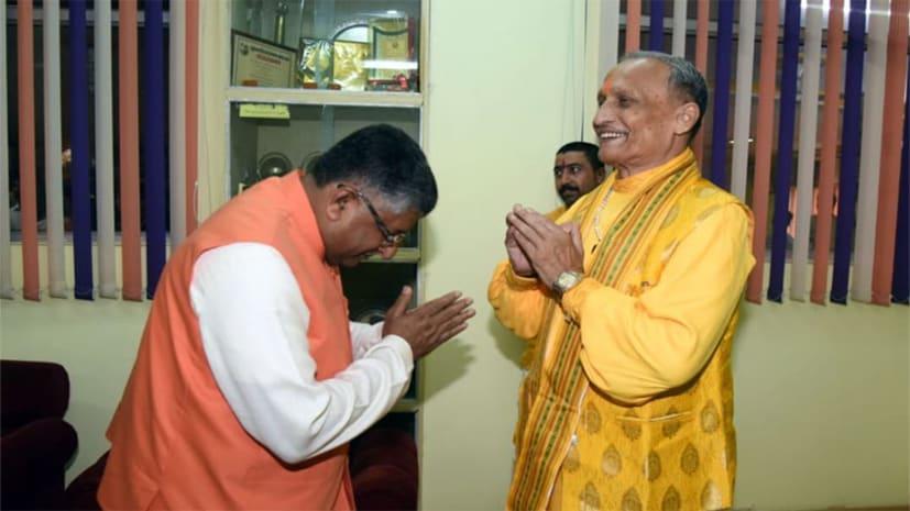पटना सेंट्रल स्कूल पहुंचे एनडीए के पटना साहिब प्रत्याशी रविशंकर प्रसाद, आचार्य सुदर्शनजी महाराज का लिया आशीर्वाद