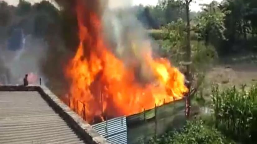बिहार में इस जगह पर भीषण आग, दर्जनों घर जलकर राख