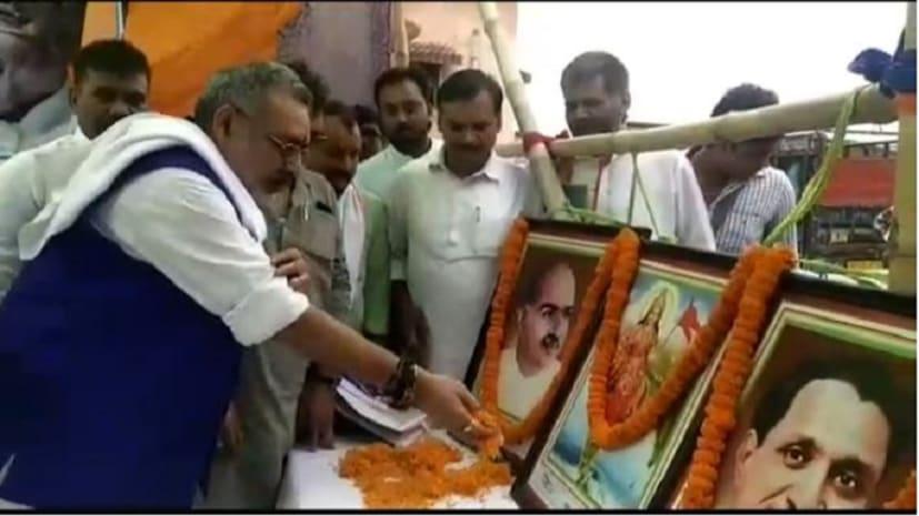 अपने संसदीय क्षेत्र बेगूसराय पहुंचे गिरिराज सिंह, विपक्ष पर साधा कुछ इस तरह निशाना...
