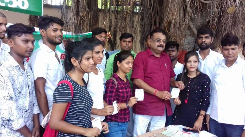 छात्र जदयू ने साइंस कॉलेज में चलाया सदस्यता अभियान, जेडीयू एमएलसी रणवीर नंदन ने सैकड़ों छात्र-छात्राओं को दिलाई सदस्यता