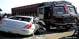 ट्रक और कार के जबरदस्त टक्कर में 5 लोग घायल, कुम्भ स्नान कर लौट रहे थे सभी