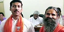 BJP प्रत्याशी के नामांकन में गए बाबा रामदेव, रिटर्निंग अफसर के दफ्तर में ही करने लगे प्राणायाम