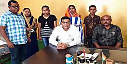 कांग्रेस नेता मंटु शर्मा ने निभाया अपना वायदा, मृतक संतोष के बेटे का अपने निजी स्कूल में कराया एडमिशन