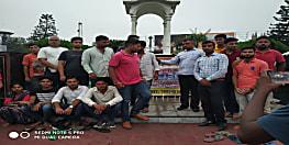 शहीद कमलेश कुमार सिंह की याद में सवर्ण सेना ने निकाला कैंडल मार्च, सरकार से अमर शहीद को सम्मान देने की मांग