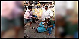 इंसान नहीं हैवान है ये बीजेपी का नेता, गुंडों की तरह बीच सड़क पर करता है पिटाई...देखें वीडियो