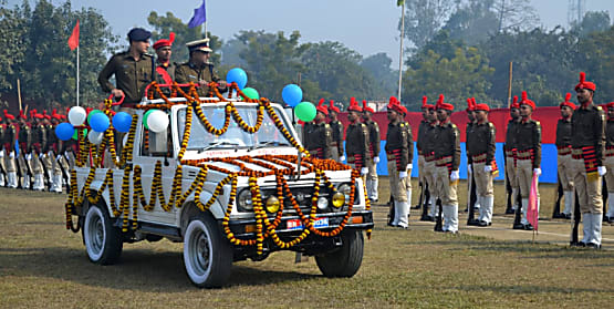पूर्णिया पुलिस केंद्र में पासिंग आउट परेड का हुआ आयोजन, 212 प्रशिक्षु जवानों को दिलाई गयी शपथ