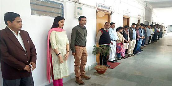 डीएम इनायत खान शहीद जवानों के बेटियों को लेना चाहती हैं गोद, परिजनों को देगी अपने 2 दिन का वेतन