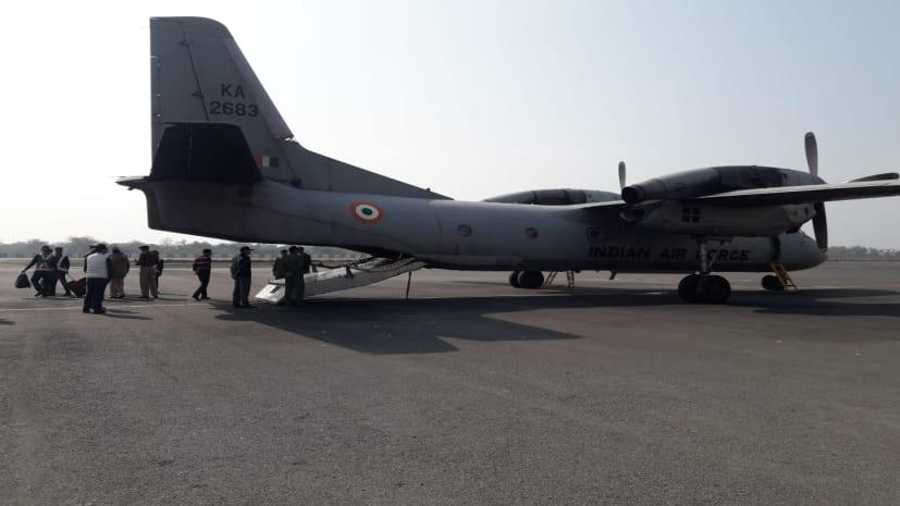 शहीद जवानों के शव को लेकर पटना पहुंचे विमान में आई खराबी, विमान में अभी है गुमला और कोलकाता के शहीद जवान का पार्थिव शरीर