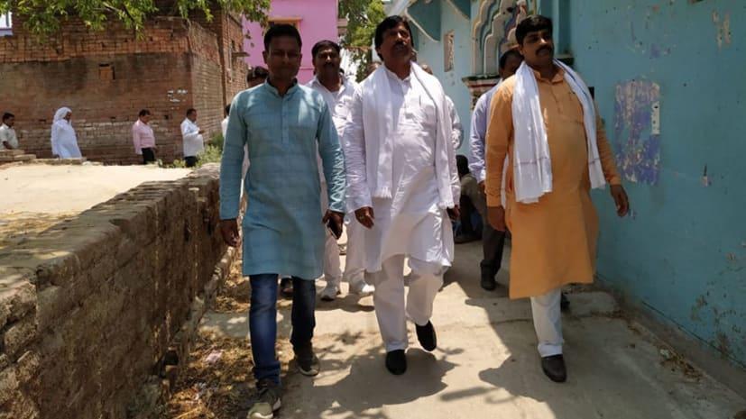 नालंदा में पूर्व विधायक ने चलाया जनसंपर्क अभियान, एनडीए प्रत्याशी के लिए माँगा समर्थन