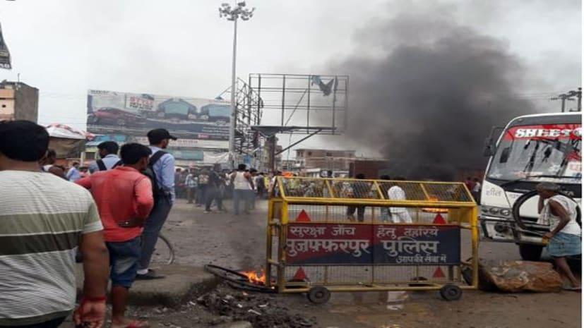 बड़ी खबर : मुजफ्फरपुर में मुखिया पति को गोलियों से भूना,विरोध में लोगो ने किया जमकर हंगामा