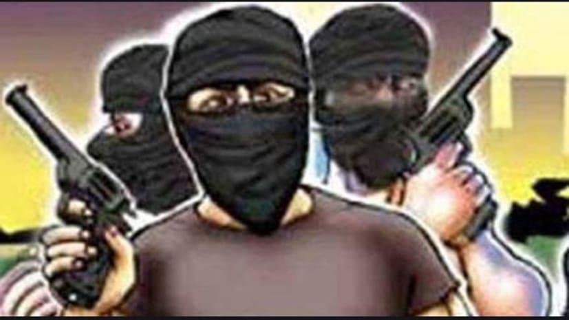 बड़ी खबर : पटना में भीषण डकैती, मेन गेट का ताला तोड़कर घर में घुसे अपराधी