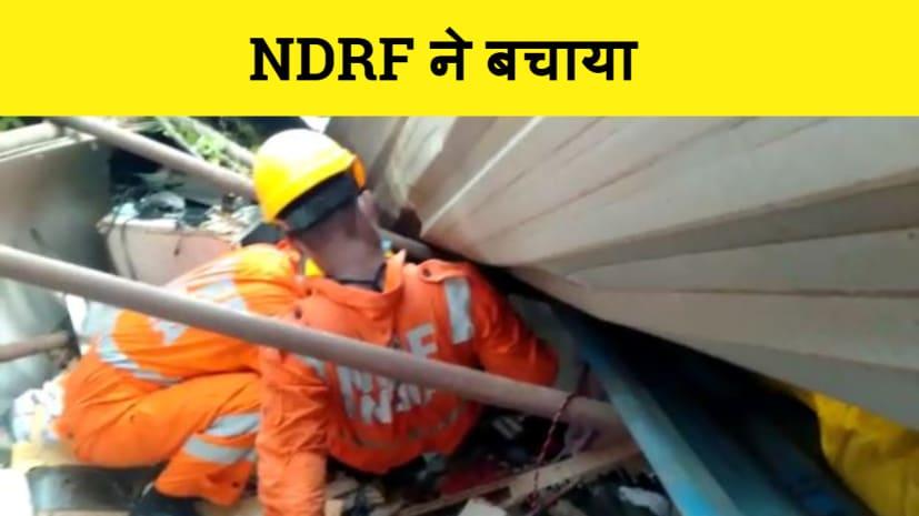 दुकान पर पेड़ गिरने से बुरी तरह फंस गया शख्स, एनडीआरएफ की टीम ने बचाया