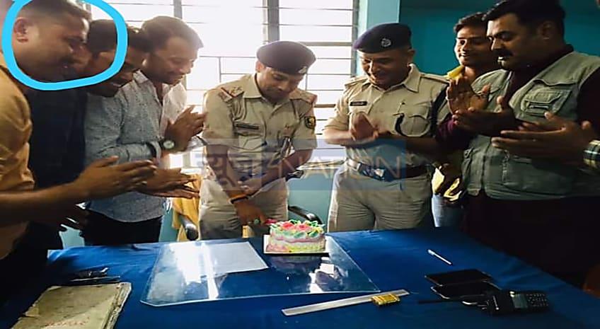मुजफ्फरपुर का थानेदार नामी गुंडा के साथ मनाता है जन्मदिन! केक काटते हुए सोशल मीडिया पर तस्वीर वायरल...खाक होगा क्राइम कंट्रोल?