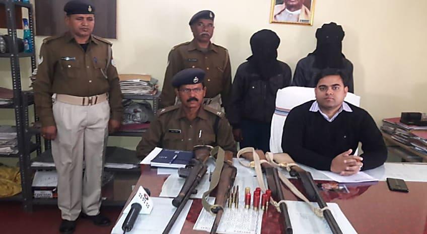 बड़ी घटना को अंजाम देने की योजना बना रहे थे अपराधी, पुलिस ने 2 को हथियार के साथ दबोचा