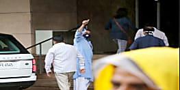 प्रिया दत्त के साथ कोकिलाबेन अस्पताल पहुंचे संजय दत्त, कैंसर का होगा इलाज